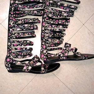 NWOT Bumper Floral Print Gladiator Sandals.